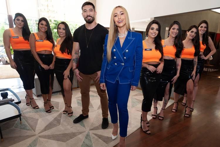 Sabrina Sato e Lucas Kendi com os clones (Antonio Chahestian/ Record TV)