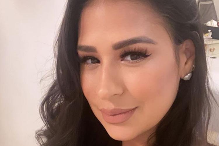Sertaneja Simone Mendes exibe coleção de acessórios para Zaya