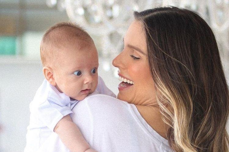 Filho de Flávia Viana, de 2 meses, é internado
