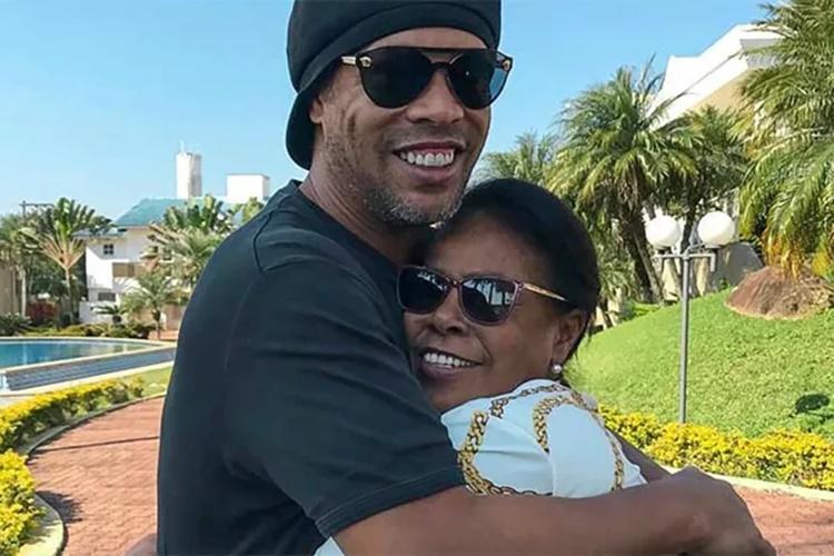 Mãe de Ronaldinho Gaúcho é internada com Covid-19 e ex-jogador pede por orações - Foto: Reprodução/instagram