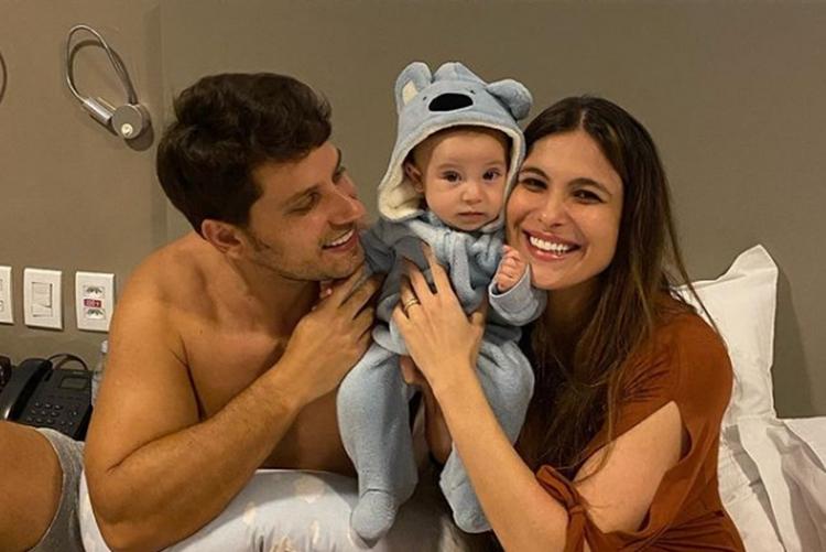 Eliéser Ambrósio esposa Kamilla Salgado e filho Bento foto reprodução Instagram