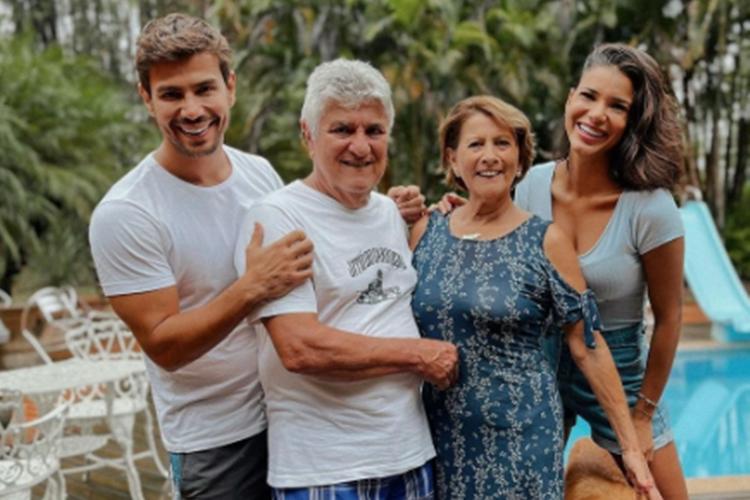 Mariano pai Ruy, mãe Valentina e Jakeline Oliveira foto reprodução Instagram