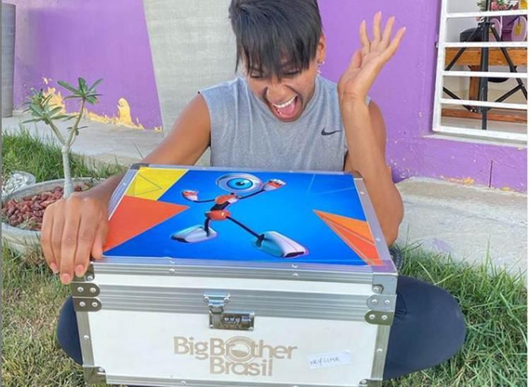 Mesmo fora do reality, Ney Lima ganha presente do 'BBB21'