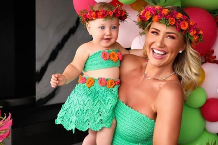 Ana Paula Siebert e filha Vick foto reprodução Instagram