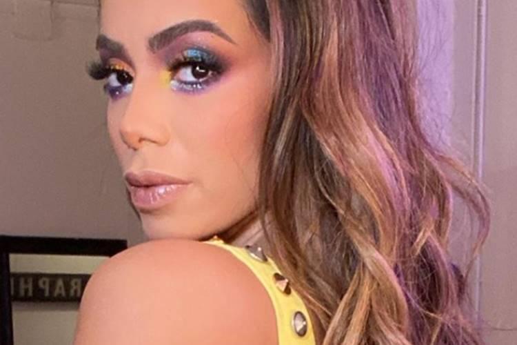 Look de Anitta para lançamento do seu novo clipe é considerado brega pelos internautas