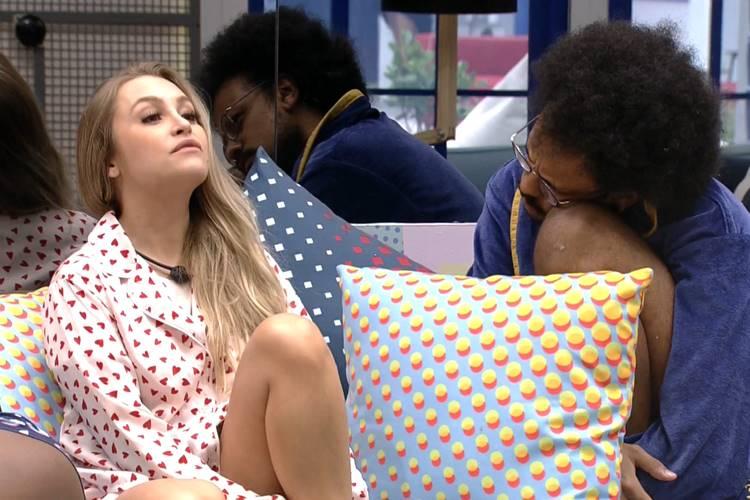 Carla Diaz e João Luiz/ Reprodução Globo