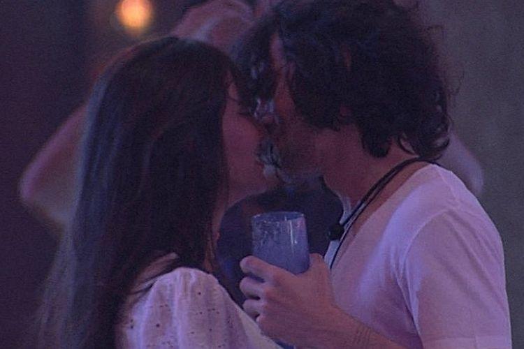 Fiuk e Thais dando beijo - Reprodução: Gshow