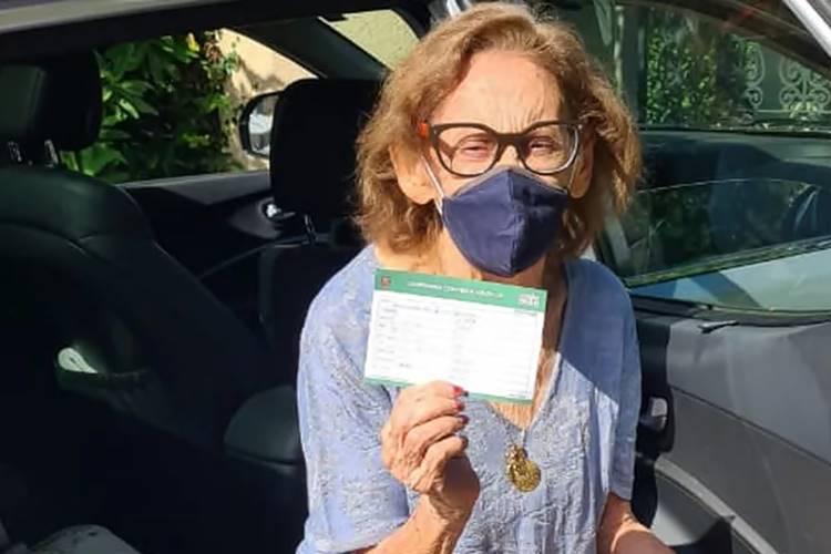 Aos 93 anos de idade, Laura Cardoso é vacinada contra a Covid-19: ''Aliviada'' - Foto: Reprodução/Gshow