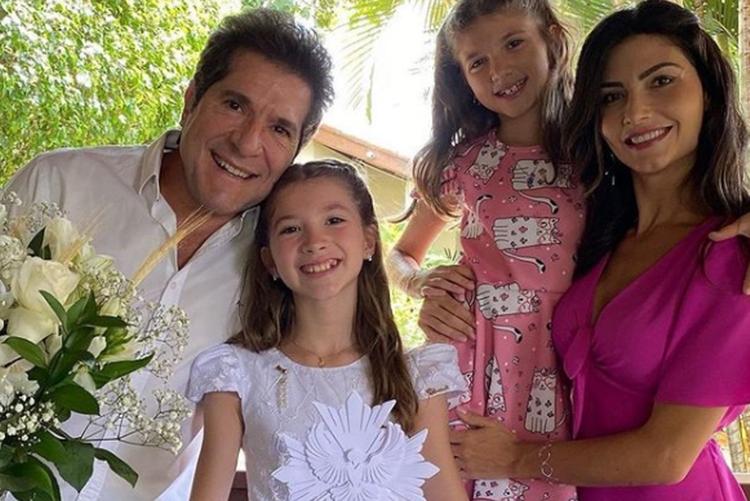 Sertanejo Daniel e esposa Aline Pádua mostram comemoração da comunhão da primogênita