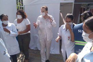 Silvio Santos e equipe de saúde/ Instagram