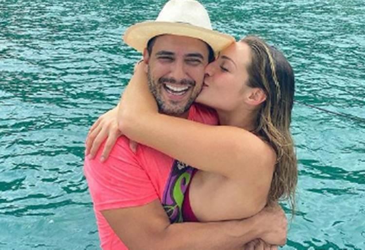 Em ótima fase, André Marques celebra a felicidade ao lado da namorada