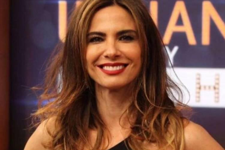 Em clima de incertezas com a RedeTV, Luciana Gimenez grava na Globo - Foto: Reprodução/ RedeTV
