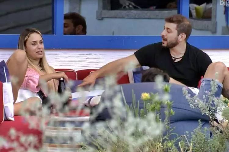 BBB21: Durante conversa com brothers, Sarah dispara mais uma opinião polêmica sobre pandemia - ''Não está tão ruim'' - Foto: Rede Globo