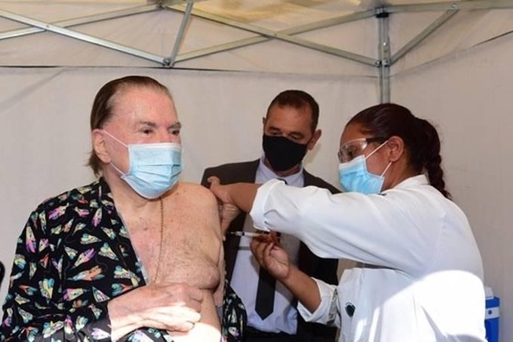 100% imunizado! Silvio Santos toma segunda dose da vacina contra Covid-19 e pode voltar a gravar no SBT - Foto: Leo Franco/ AgNews