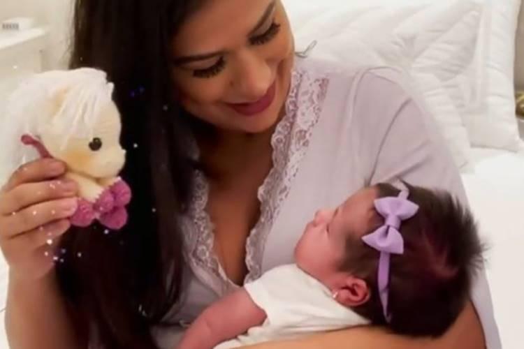 """Simone revela problema na amamentação da filha recém-nascida: """"Não tenho leite"""" - Foto: Reprodução/ Instagram"""