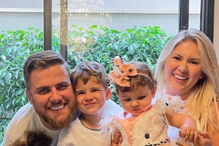 Zé Neto e família comemorando 10 meses da caçula foto Instagram