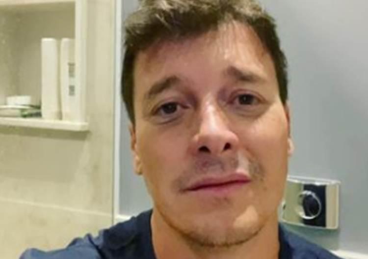 """Rodrigo Faro surge fazendo faxina em mansão e diverte seguidores: """"Eu que lute"""""""