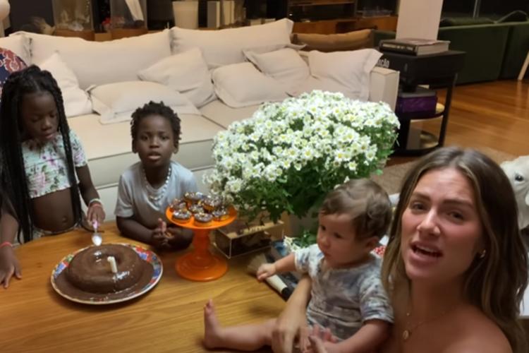Giovanna Ewbank mostra surpresa que filhos fizeram para o aniversariante Bruno Gagliasso