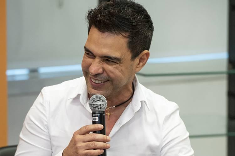"""Em papo com Fernanda Gentil, Zezé Di Camargo comemora os 30 anos do clássico """"É o Amor"""""""