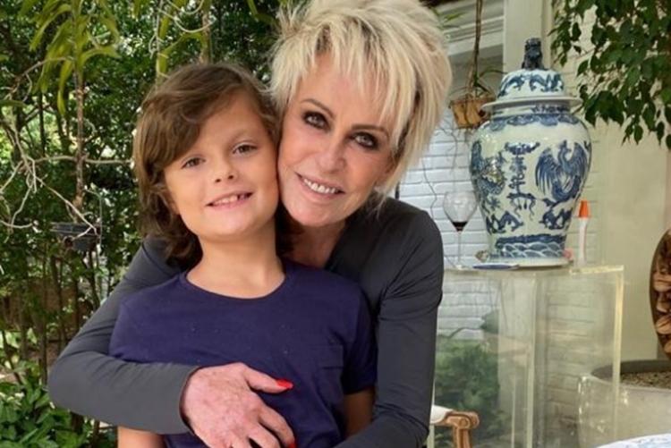 Ana Maria Braga presta homenagem ao neto que faz aniversário