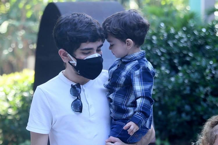 João Fernandes com o filho (Anderson Borde / AgNews)