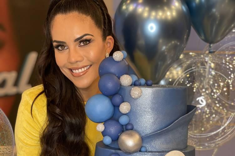 Daniela Albuquerque ganha surpresa de aniversário no 'Sensacional'