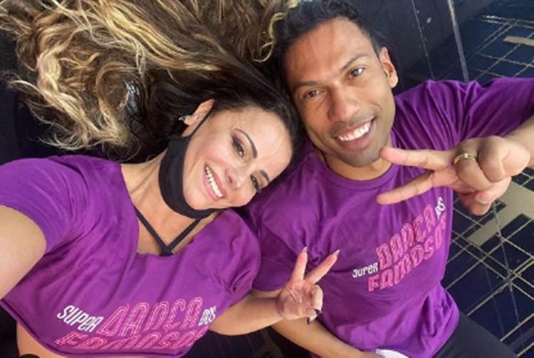 Viviane Araújo compartilha clique com novo par na 'Super Dança dos Famosos' e é criticada por internautas