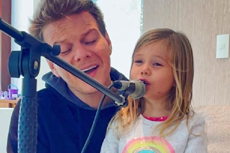 "Michel Teló celebra aniversário de 5 anos de Melinda: ""menina incrível"""
