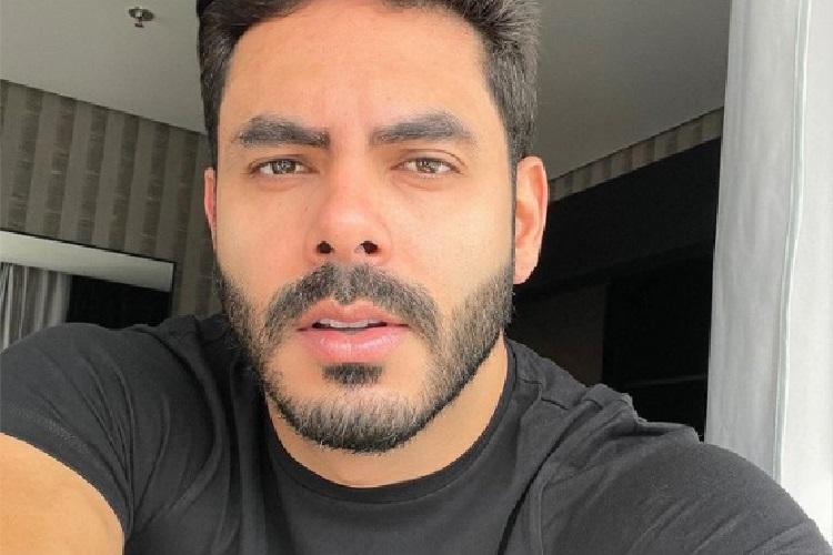 Sertanejo Rodolffo compartilha clique sem camisa e detalhe chama atenção