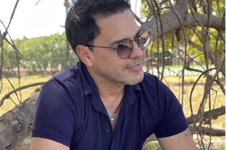 Sertanejo Zeze Di Camargo volta ao passado e faz desabafo sobre infância