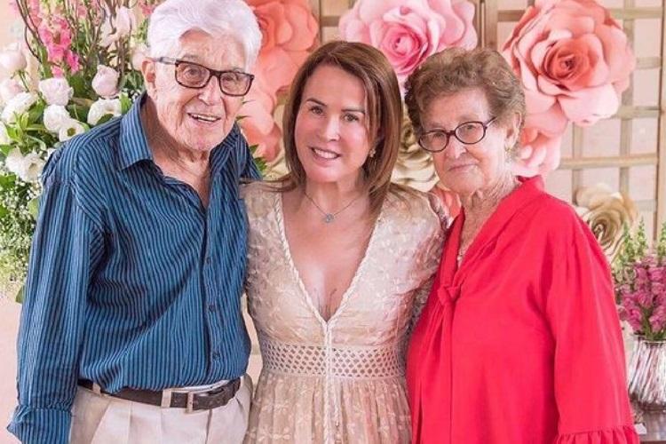 Zilu Godoi presta homenagem ao seu pai falecido e recebe apoio de Camilla Camargo