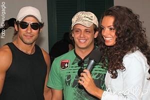 """Atores de """"Cristal"""" marcam presença em evento no Guarujá"""