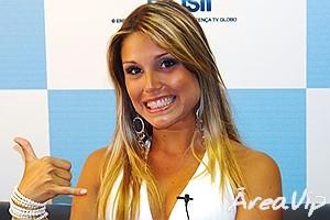 Flávia do BBB7 fecha com a Globo e será assistente de palco do Caldeirão do Huck