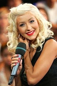 Christina Aguilera e namorado são detidos e pagam fiança para saírem da prisão