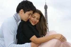 Gyselle Soares e Alex Sayhi em clima de romance em Paris