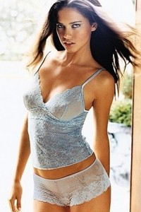 Modelo brasileira é eleita a mais sexy do Twitter