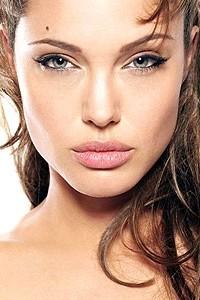 Angelina Jolie virou estátua de bronze
