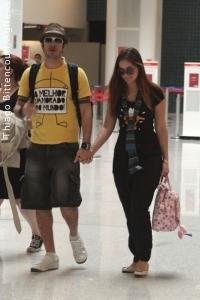 9ea474432e O vencedor do BBB9 exibia uma camiseta escrita  O melhor namorado do mundo! .  O casal trocou carinhos e ...