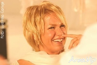 Xuxa grava participação ao lado de Angélica no programa Estrelas