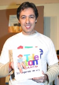 O locutor esportivo da Record, Nivaldo Prieto, aceitou o convite para apoiar a ação beneficente em prol da AACD